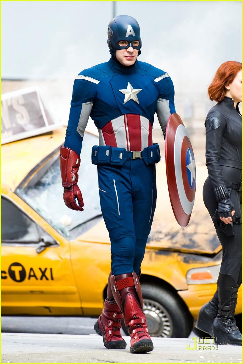 http://www.thinkhero.com/wp-content/uploads/2011/09/Avengers-setnewfull8.jpeg
